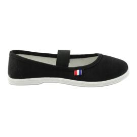 Sneakers call American club black
