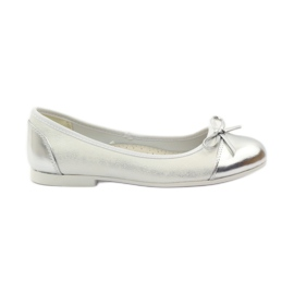 American Club white Ballerinas shoes with an American bow