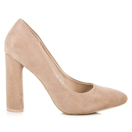 Ideal Shoes Elegant pumps on the post brown