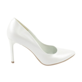Espinto white Pumps pearl on a pin
