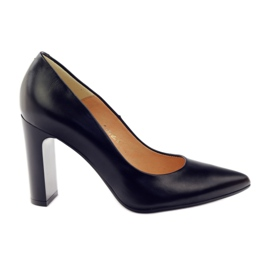 Classic pumps on the ESPINTO 689 post black