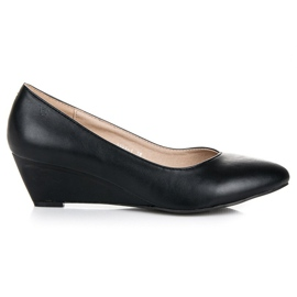 Pumps on wedge vices black