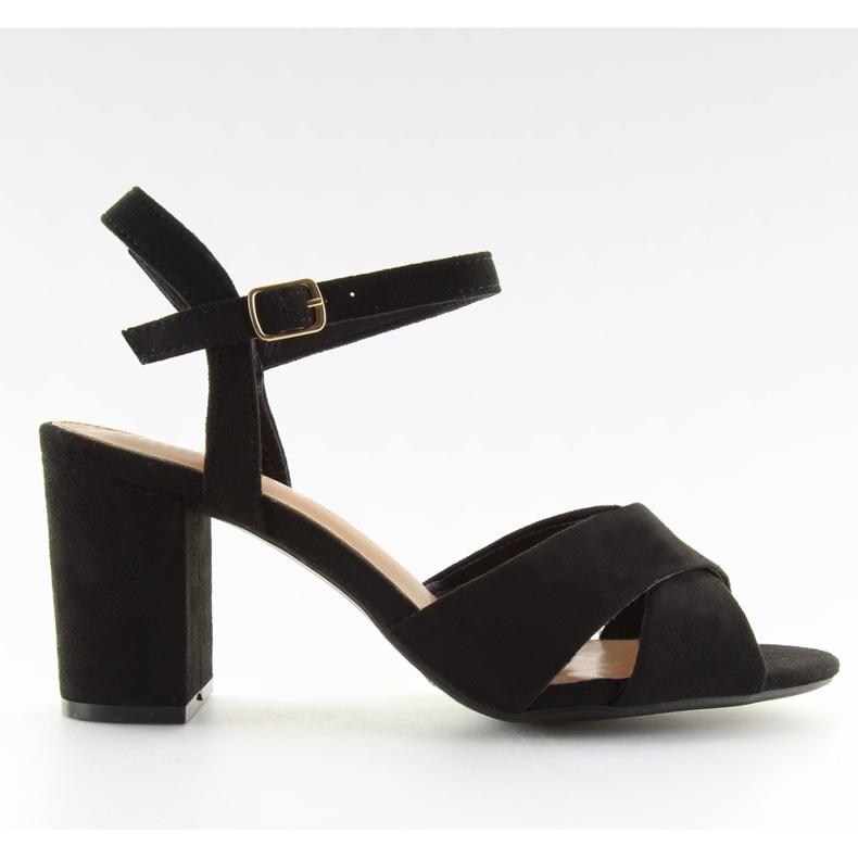Wide-heeled black sandals 100