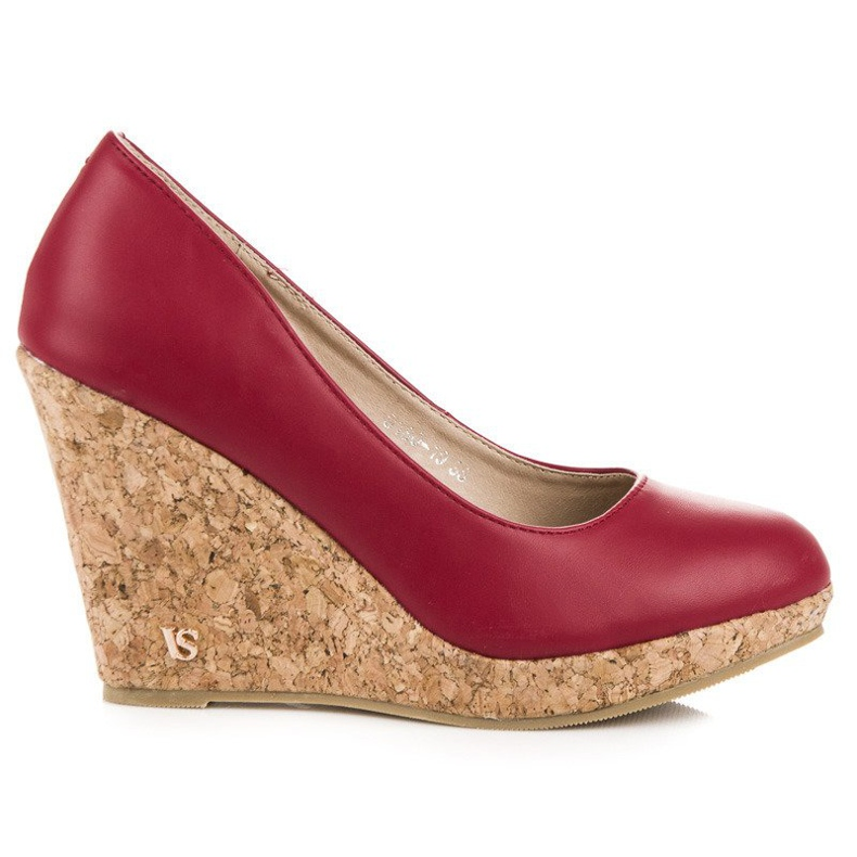 Pumps on wedge vices red