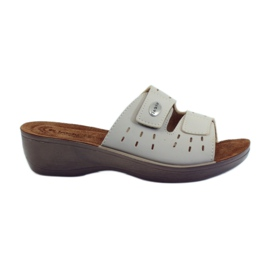Brown Velcro hooks kotblno Inblu PL029 beige