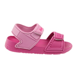 American Club pink children's sandals to the water