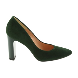 Green pumps on the espinto pole 689
