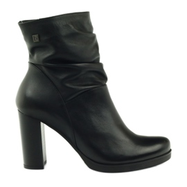 Boots on the post crinkled Arka 7311 black
