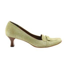 Leather pumps green peas