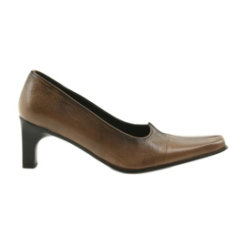 Leather pumps brown