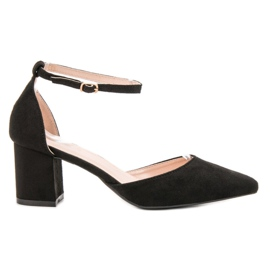 Small Swan black Pumps Fastened with a Buckle