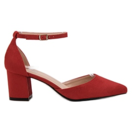 Small Swan red Pumps Fastened with a Buckle