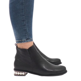 Black ankle boots with LEI-189 pearls