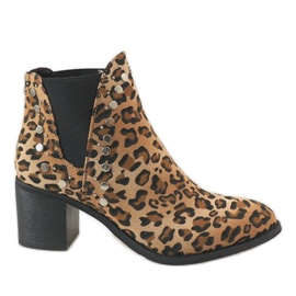 Erynn Leopard boots on the M290-1 post