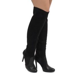 Black boots on a pin 8020