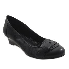 Black pumps on wedge heel TR22-4