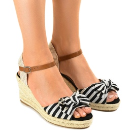 Black wedge sandals with a W032 bow