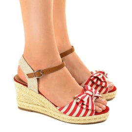 Red wedge sandals with a W032 bow