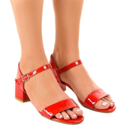 Red sandals on the Qla-93 lacquered post