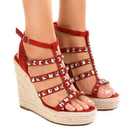 Red sandals on straw wedge 9529