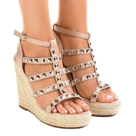 Beige sandals on straw wedge 9529 brown