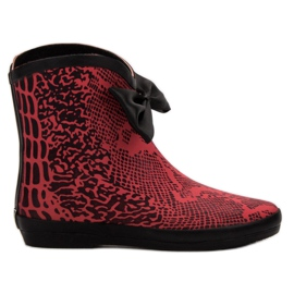 Kylie Wellingtons red