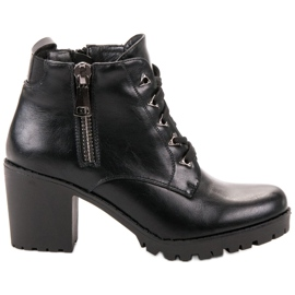 Vinceza black Low Boots On A Bar
