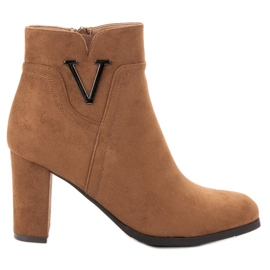 Vinceza Suede Booties On A Bar brown