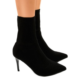 Black boots on the LL-103P heel