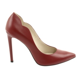 Red pumps on the Anis 4376 pin