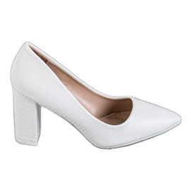 Diamantique White pumps