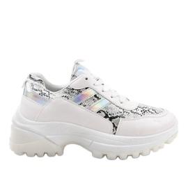 White stylish sports shoes 690051