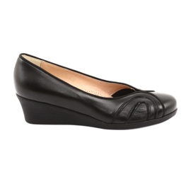 Comfortable pumps on black Espinto wedges