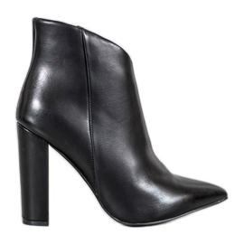 Seastar Elegant boots on a post black