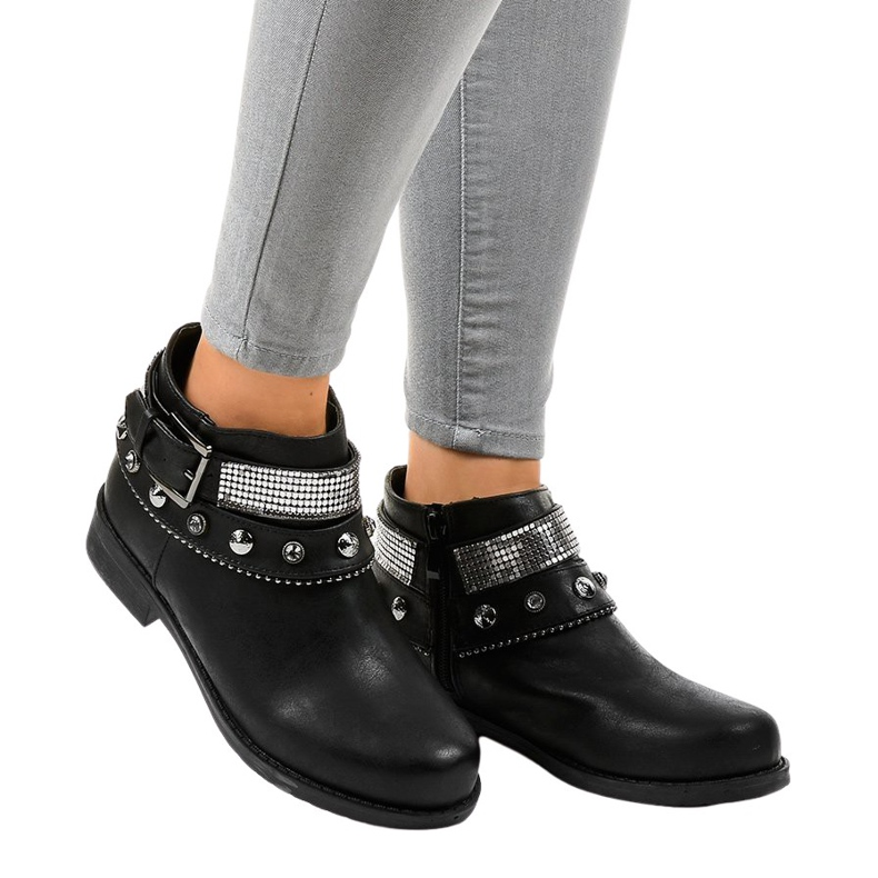 Black boots decorated with a LL178 zipper