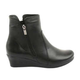 Winter boots on the wedge Angello 971 black