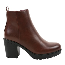 Burgundy boots on the BM172 post red