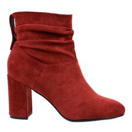 Burgundy elegant boots on the post 884 red