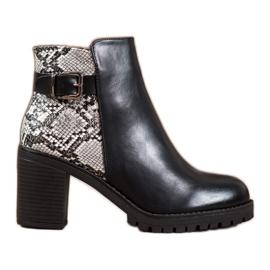 Seastar Boots on the Snake Print Platform black