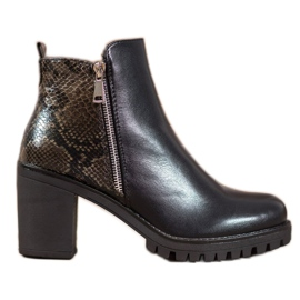Seastar Boots on the Snake Print Platform black