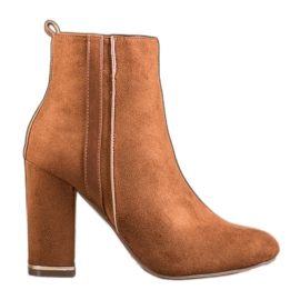 Erynn Suede Boots With A Decorative Belt brown