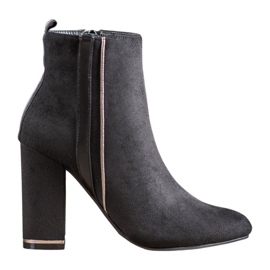 Erynn Suede Boots With A Decorative Belt black