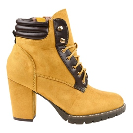 Yellow suede boots on the post 995-37