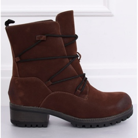 Brown Boots on a brown K1936104 Marron