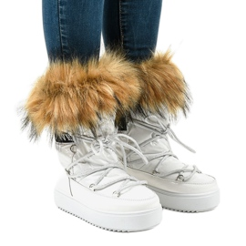 White fashionable snow boots with fur 119-39