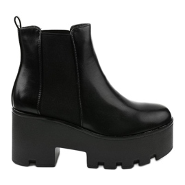 Black ankle boots with a Pardia elastic band
