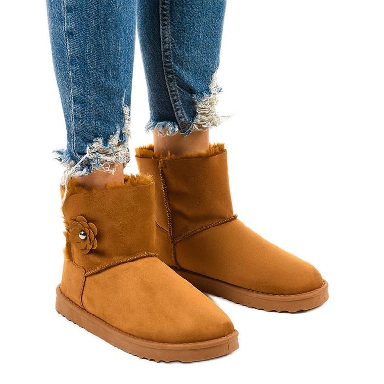 Brown insulated boots, emu Harelana type