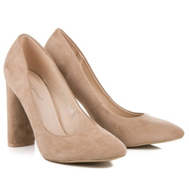 Ideal Shoes Elegant pumps on the post brown 1