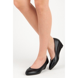 Pumps on wedge vices black 5