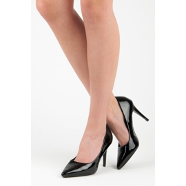 Lacquered pumps on a pin black 5